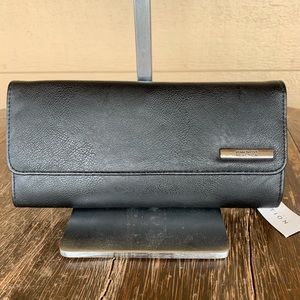 KENNETH COLE REACTION NWT ELONGATED BLACK CLUTCH